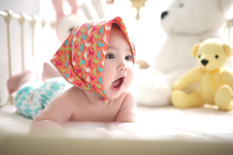 kleines baby lacht - wickerucksack ratgeber für eltern
