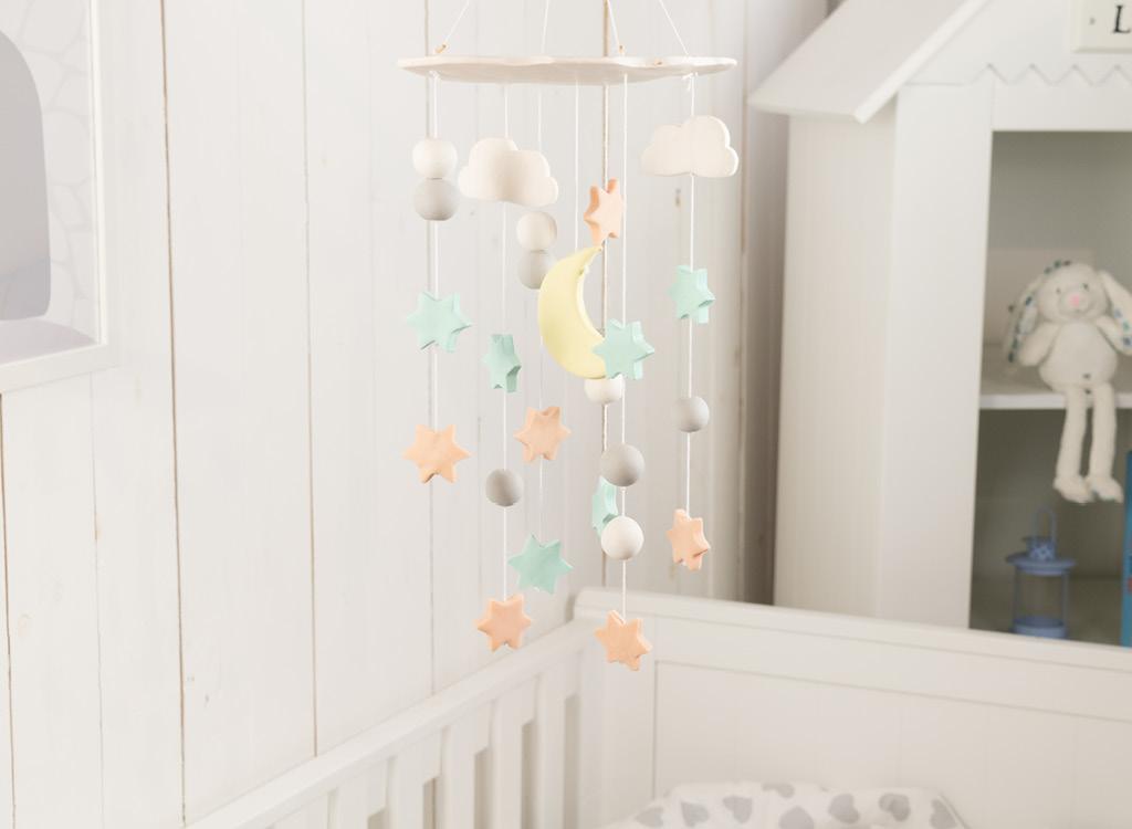 baby mobile selber machen diy idee für sterne, wolken, mond im babyzimmer